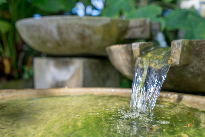 Verbundene Wasserschalen